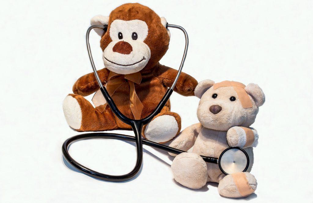 ウイルス性胃腸炎になった子供を病院で診察